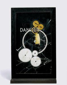 Man Ray, Danger/Dancer, (Ancien titre : L'Impossibilité), 1917 - 1920, Peinture à l'aérographe sur verre dans un encadrement en bois, Peinture, verre, bois