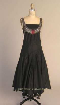 Evening dress  Silk taffeta  1927-29   Transfer from the Museum at FIT  2004.291.21
