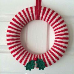 Corona Crochet Christmas Wreath, Crochet Wreath, Crochet Christmas Decorations, Crochet Decoration, Crochet Ornaments, Christmas Crochet Patterns, Holiday Crochet, Christmas Knitting, Crochet Home