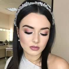 Soft Bridal Makeup Natural Looks Eyeliner Ideas For 2019 Soft Bridal Makeup, Wedding Makeup Tips, Natural Wedding Makeup, Soft Makeup, Prom Makeup, Wedding Hair And Makeup, Natural Makeup, Eye Makeup, Hair Makeup