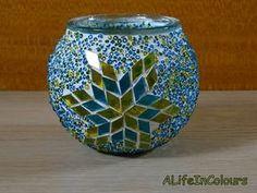 glass nugget Mosaic Plant Pot - Her Crochet Owl Mosaic, Mosaic Garden Art, Mosaic Vase, Mosaic Flower Pots, Christmas Mosaics, Mosaic Bottles, Mosaic Artwork, Candle Holder Decor, Stained Glass Flowers