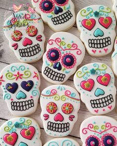 My first set of custom sugar skull cookies! #sweetsophiascookies