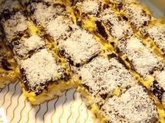 Asta este reteta ORIGINALA pentru Prăjitura Vis de cocos, cel mai delicios desert pe care il vei manca in viata ta! Fa-o, toti te vor lauda! E simpla tare! Diabetic Recipes, My Recipes, Cake Recipes, Cooking Recipes, Romanian Food, Romanian Recipes, Oreo Dessert, Sweet Cakes, Food Cakes