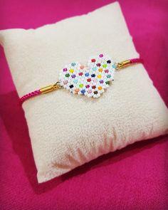 puntada ladrillo Miyuki heart bracelet 💖💖 Color options available 👍🏽 # miyuki # miyukibraclet # miyukidelica # jewelry # design # fashion # trend # pi. Seed Bead Patterns, Beaded Jewelry Patterns, Bracelet Patterns, Beading Patterns, Bead Loom Bracelets, Beaded Crafts, Pony Beads, Bijoux Diy, Beads And Wire