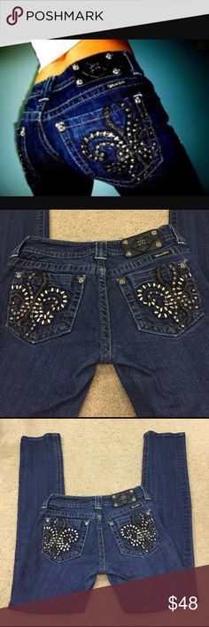 """🌺🌺 Miss Me Jeans Fleur De Lis #JP6048T3 sz 27 🌺🌺 Miss Me Jeans Fleur De Lis darkwash straight #JP6048T3 sz 27. These are beautiful rivet, chains, and rhinestone pocket jeans! Preloved Low rise in good used condition. Small 1.5"""" area of stitch missing on left inner thigh as seen in pic 5. Not missing any rivets or rhinestones!! Rise 7"""". Inseam 32"""" outseam 40"""". All measured by me. Miss Me Jeans Straight Leg"""