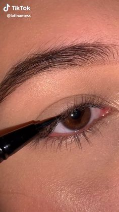 liner – Make-Up İdeas Makeup Eye Looks, Eye Makeup Steps, Eyebrow Makeup, Skin Makeup, Eyeshadow Makeup, Contouring Makeup, Glossy Makeup, Glitter Makeup, Eye Makeup Tips