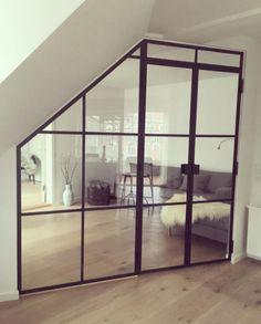 Opdeling af stue med glasvæg og glasdør