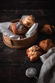 homemade french croissants with toasted almonds Delicious Cookie Recipes, Dessert Recipes, Le Croissant, Homemade Croissants, Good Morning Breakfast, Toasted Almonds, Food 52, Aesthetic Food, Chocolate Desserts