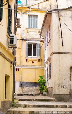 Scenes from the narrow streets of Corfu reminded me of Italy and no wonder - until the end of 18th century the island used to be part of Venice!
