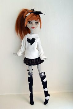 Lorelai - Monster High custom doll by phaona on DeviantArt Monster High Crafts, Custom Monster High Dolls, Monster Dolls, Monster High Repaint, Custom Dolls, Ever After High, Prismacolor, Ooak Dolls, Art Dolls