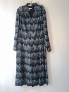Kleid mit Federnmuster