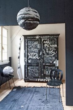 Bedroom Furniture Makeover Chic 44 Ideas For 2019 Graffiti Furniture, Art Deco Furniture, Funky Furniture, Paint Furniture, Upcycled Furniture, Graffiti Bedroom, Furniture Ideas, Painted Wardrobe, Blackboard Paint