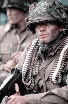 Captain Ronald Speirs - Matthew Settle in Band of Brothers Matthew Settle, Band Of Brothers, Brothers Movie, Airborne Army, Company Of Heroes, Vietnam History, War Film, Military Pictures, Paratrooper