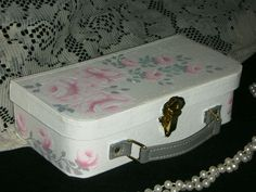 ROMANTIC BOX WITH PINK ROSES. roses and leaves hand painted with acrylics.