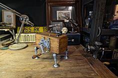 HAND-CRANKED RADIO by nothing studio