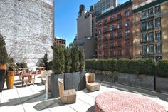 View deals for NoMo SoHo. New York University is minutes away. WiFi is free, and this hotel also features 2 bars and a restaurant. Soho Hotel New York, New York Hotels, Crosby Hotel, Manhattan New York, Hotel Interiors, Common Area, Hotel Deals, Travel Images, Gnomes