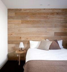 wood wall headboard-was obsessed with this a few yrs back Wooden Accent Wall, Wooden Walls, Accent Walls, Wall Wood, Wood Bedroom, Bedroom Decor, Bedroom Neutral, Diy Deco Rangement, Style At Home