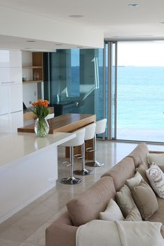 I love this bench with the intergraded table @ THE MODERN WHITE BEACH HOUSE | House Nerd