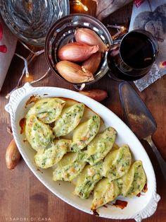 Conchiglioni con salmone e zucchine Mochi, Chicken Wings, Italian Recipes, Sprouts, Vegetables, Crepes, Chiffon, Menu, Food