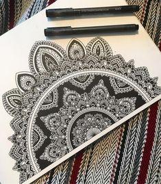 32 Ideas For Drawing Ilustration Design Ink Mandala Doodle, Mandala Art Lesson, Mandala Artwork, Mandala Painting, Ink Illustrations, Art Drawings Sketches, Cool Drawings, Illustration Art, Sketch Drawing