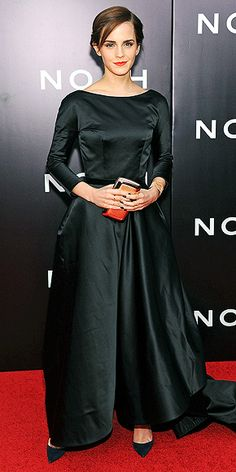 Emma takes a dramatic turn in a black boatneck-collar Oscar de la Renta gown (with a train!) at the N.Y.C. premiere of Noah, punctuating the ensemble with an on-trend orange lip and matching Roger Vivier clutch.