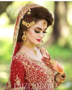 Pakistani Bridal Hairstyles, Pakistani Bridal Makeup, Bridal Mehndi Dresses, Pakistani Wedding Outfits, Wedding Dresses For Girls, Bridal Outfits, Bridal Poses, Bridal Photoshoot, Bridal Makeup Looks