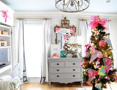 Dixie Delights: Deck The Halls Christmas Home Tour - Lilly Pulitzer, pink and preppy