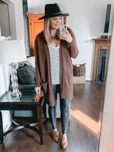 Oltre 20 completi di leggings in pelle Spanx - Fashion // Easy Style - Dress Casual Leggings Outfit, Outfits Leggins, Nike Outfits, Fall Outfits, Work Outfits, Athleisure Outfits, Sporty Outfits, Work Attire, Chic Outfits