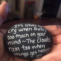 Inspirational Rocks, Painted Rocks Craft, Rock Painting Designs, Rock Decor, Kindness Rocks, Rock Crafts, Pebble Art, Meaningful Quotes, Its Okay