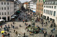 Strøget, im Stadtzentrum gelegen, ist eine der längsten Fußgängerzonen Europas.