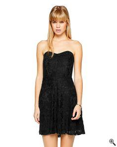 Schöne kurze Partykleider + Outfit Tipps  http://www.fancybeast.de/partykleider/schoene-kurze-partykleider-schwarz-rueckenfrei-outfit/ #Partykleider #Rückenfrei #Kleider #Dress #Outfit #Cocktialkleider