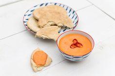 Deze Griekse kaasdip, tirokafteri, maak je binnen 5 minuten. Pittig door de rode pepers en zoutig door de feta, een super combinatie!