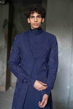 India Fashion Week, Lakme Fashion Week, Abaya Fashion, Indian Men Fashion, Mens Fashion, Fashion Outfits, Indian Man, Indian Ethnic Wear, Man Dress Design