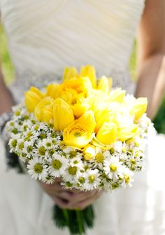 Premium Yellow Tulips With High Breed Daisies
