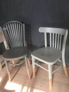 Unieke caféstoelen met een hippe bewerking. De dip en dye stoelen van Oud is Nieuw zijn echte blikvangers. Deze stoelen zijn gesproken in aardetinten, helemaal in!