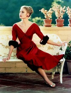 Grace Kelly shows us how to wear a red dress. I love the metallic shoes, and the earrings and really makeup bring the look together.
