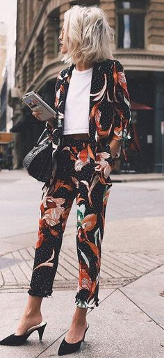 cool outfit idea : floral suit + white top + bag + heels -