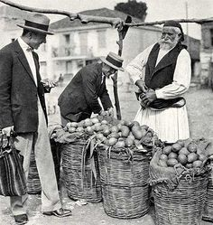 """Markt in Tripolis, National Geographic Magazine, Dezember 1930 Maynard Owen Williams: """"New Greece, the Centenarian, Forges Ahead"""" Rare Images, Vintage Images, Old Photographs, Old Photos, Arcadia Greece, National Geographic Images, Old Greek, 1920s, Corfu Greece"""