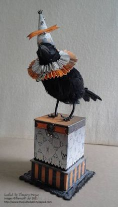 Halloween Crow 2011 by Stamping Ginger - Cards and Paper Crafts at Splitcoaststampers Diy Halloween, Halloween Vintage, Halloween Projects, Holidays Halloween, Happy Halloween, Halloween Decorations, Chic Halloween Decor, Halloween Paper Crafts, Halloween Painting