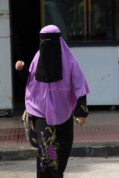 Lavender Khimar with Niqab and Floral Print Abaya Arab Girls Hijab, Girl Hijab, Muslim Girls, Muslim Women, Hijab Niqab, Mode Hijab, Islam, Niqab Fashion, Face Veil