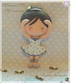 cute little ballerina in felt Felt Fabric, Fabric Dolls, Felt Diy, Felt Crafts, Diy Craft Projects, Sewing Projects, Felt Christmas Ornaments, Felt Dolls, Felt Animals