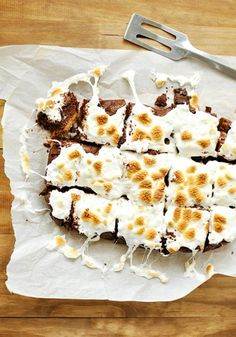Nothing's easier than whipping up dessert in the slowcooker. Here are 9 recipes for sweet treats that you can make in the crockpot. For more recipe ideas, head to Domino. Slow Cooker Recipes Dessert, Crock Pot Desserts, Crockpot Dishes, Crock Pot Slow Cooker, Crock Pot Cooking, Crockpot Recipes, Delicious Desserts, Snack Recipes, Dessert Recipes