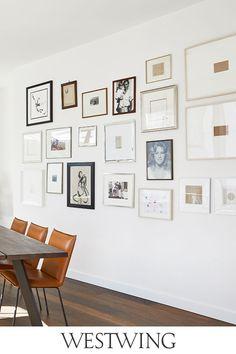 Bye-bye kahle Wände!  Mit diesen coolen Art Pieces bringt Ihr Frische in Euer Zuhause ohne die Wände streichen zu müssen. Entdeckt unsere Produkte für ein Wall-Update jetzt auf WestwingNow! // Interior Inspo Deko Dekoration Wohnideen Home #skandinavisch #loft #esszimmer #bilder #bilderwand #bilderrahmen Bye Bye, Gallery Wall, Loft, Home Decor, Outer Space, Nordic Style, Painting Walls, Timber Table, Scandinavian