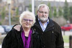 Torben Lund blev ramt af lammende angst, da han og hustruen Inge mistede deres voksne søn til kræften. Men han fandt ud af, at hans talent for at synge og underholde kunne holde angsten fra livet.