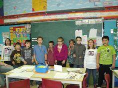Classe de madame Bernice: décembre 2011 Classroom Door, Madame, Motivation, Basketball Court, Children Reading, Learning, Reading, Inspiration