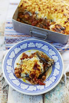 This meat-free moussaka is a hearty, healthy celebration of winter vegetables Vegetarian Dinners, Vegetarian Recipes, Healthy Recipes, Jamie Olivier, Mousaka Recipe, Good Food, Yummy Food, Tasty, Recipes