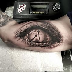 45 Mesmerizing Surreal Tattoos That Are Wonderful creepy eye Zombie Tattoos, Spooky Tattoos, Badass Tattoos, Body Art Tattoos, Tattoos For Guys, Eye Tattoos, Horror Tattoos, Ghost Tattoo, Clown Tattoo