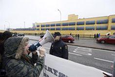 Los internos del CIE de Aluche suspenden su huelga de hambre ante la promesa de que podrán hablar con un juez