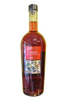 http://www.worldwildwine.com/cat.asp?30_Cerasuolo-Rosato-dAbruzzo-Az-Unico Il vino si presenta di un colore rosato cerasuolo brillante con eleganti profumi di frutta fresca rossa e fini note floreali. Sapore piacevole, fresco, con una buona acidità e di lunga persistenza aromatica. Ottimo con pesce alla griglia, zuppe di pesce, arrosti di carni bianche, trippa, pizza e formaggi semi stagionati.