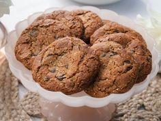 Quinoa Chocolate Chip Cookies by Giada De Laurentiis Chocolate Chip Cookies, Chocolate Cookie Recipes, Easy Cookie Recipes, Dessert Recipes, Xmas Cookies, Cupcake Recipes, Giada De Laurentiis, Sugar Cookies Recipe, Gluten Free Cookies